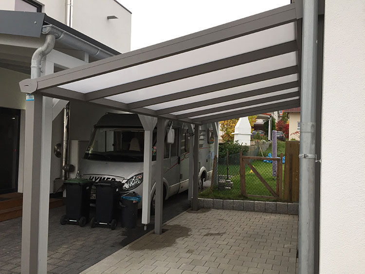 Ein geschlossener Carport