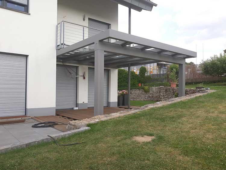 Terrassenüberdachung Lux Life aus Aluminium silberbronze mit 8mm VSG Sicherheitsglas