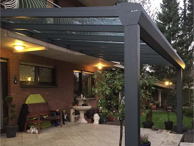 Terrassenüberdachung Top-Paket aus 8mm. Aluminium mit Verbundsicherheitsglas in Anthrazit