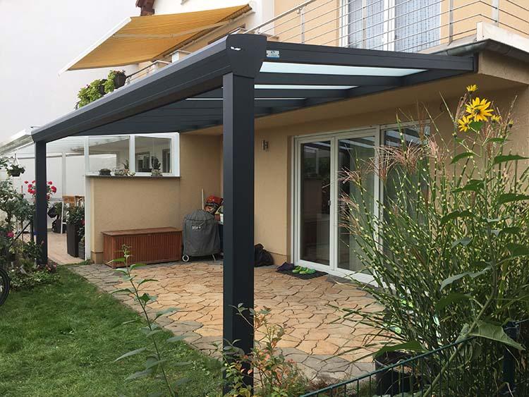 Terrassenüberdachung Top-Paket aus Aluminium und Milchglas mit LED Beleuchtung