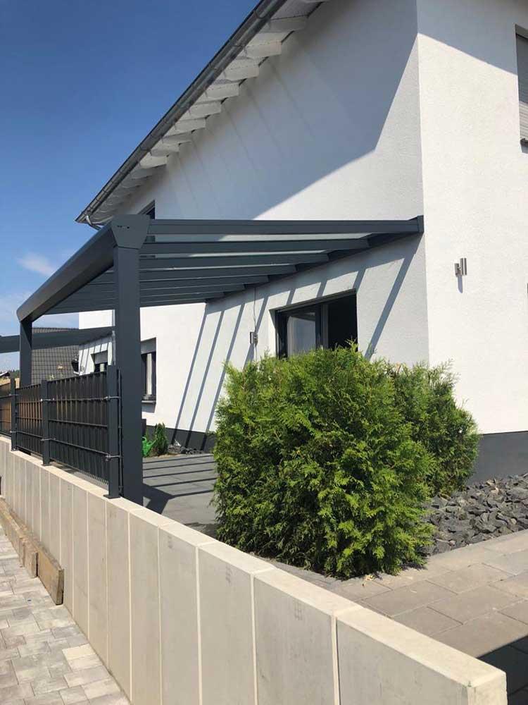Terrassenüberdachung aus Aluminium mit 8mm VSG Glas