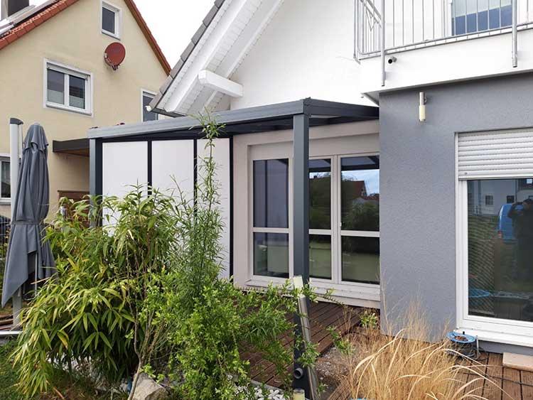 Terrassenüberdachung aus Aluminium anthrazit mit 16mm Polycarbonat, Dacheindeckung und Seitenwand